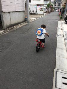 3歳へんしんバイク練習