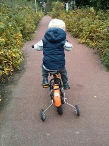 補助輪つき自転車