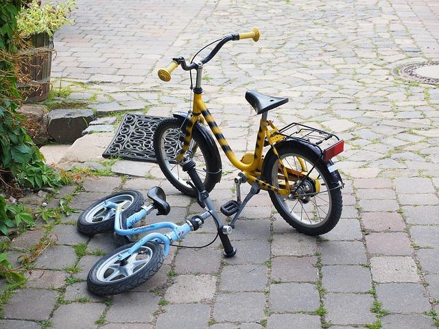 childrens-bikes-590850_640